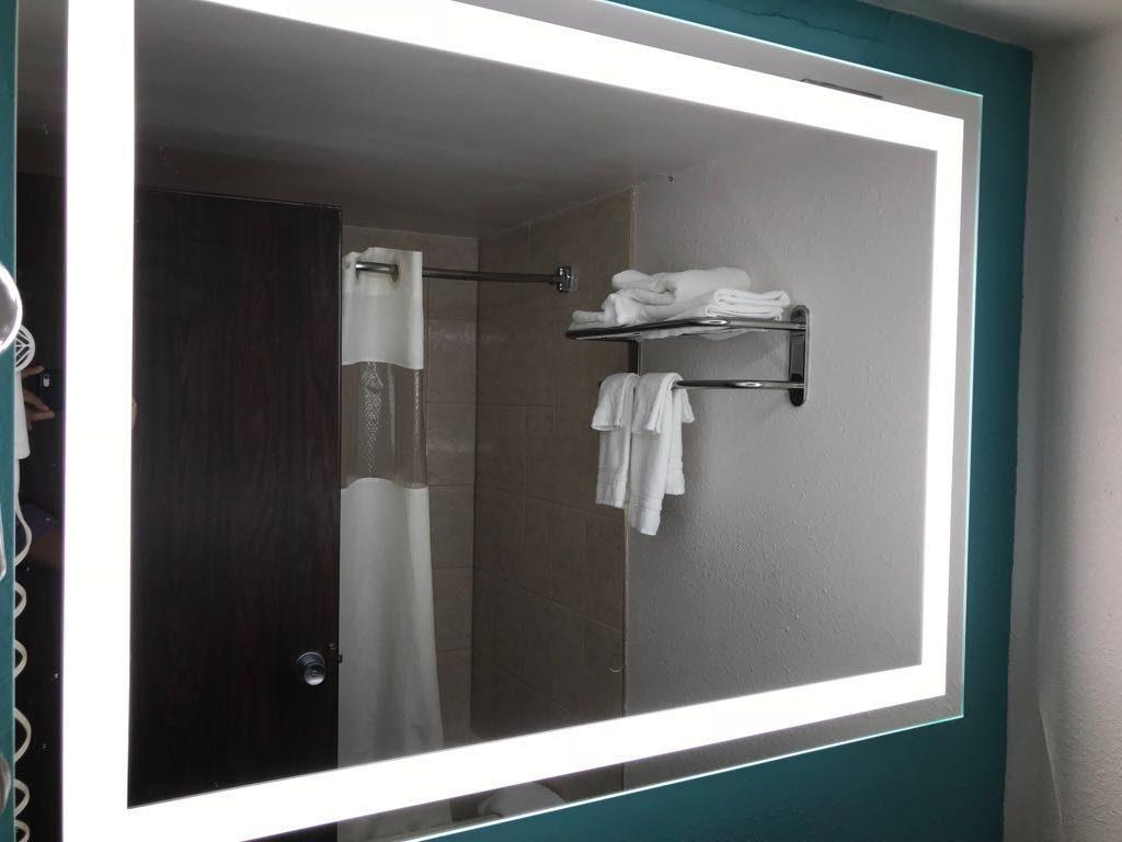 Fabricants de miroirs de salle de bains éclairés par LED Chine