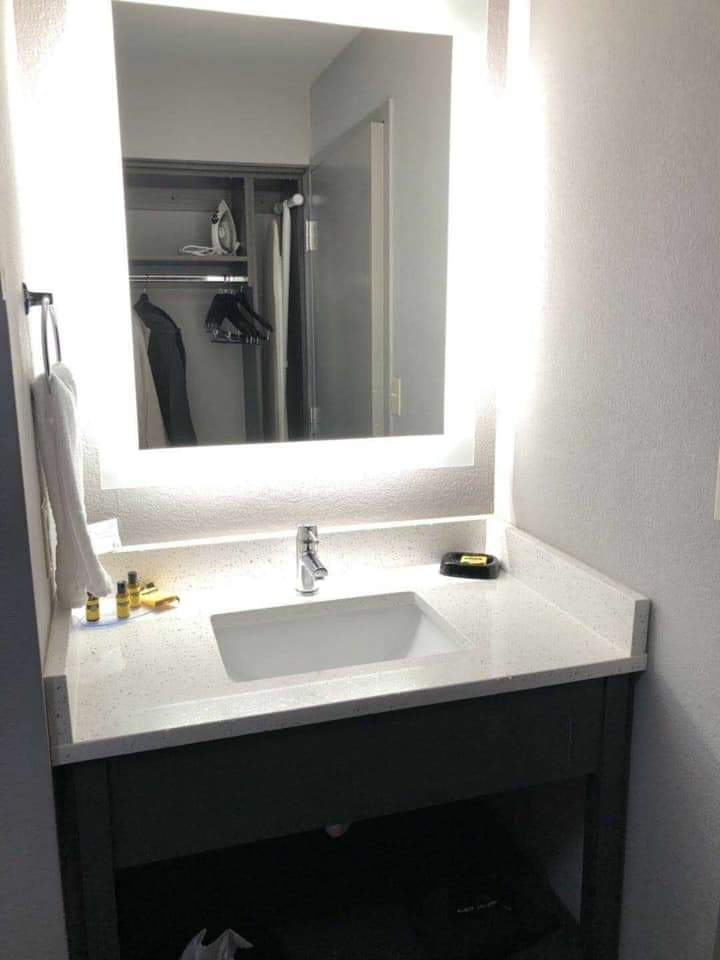 Super 8 Motel 6 Led Backlit Bathroom Mirror Led Bathroom Mirror Manufacturers